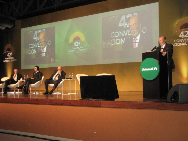 Dr. Guisado addressed to Unimed's Convention